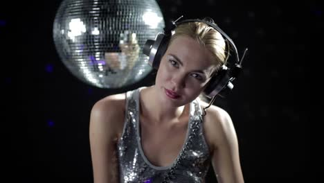 Woman-Headphones-Disco-123