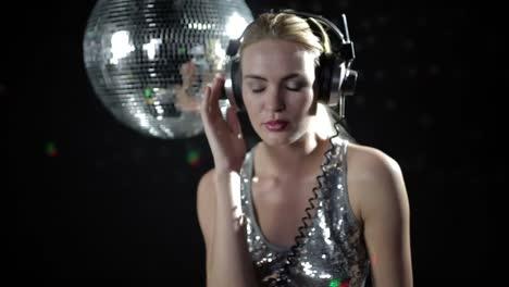 Woman-Headphones-Disco-124