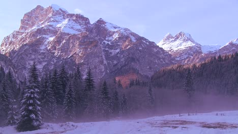 Early-morning-light-in-the-Swiss-Alps