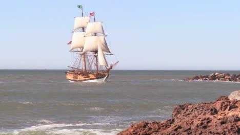 A-tall-master-schooner-sails-on-the-high-seas-4