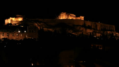 Fotografía-Nocturna-De-La-Acrópolis-Y-El-Partenón-En-La-Cima-De-Una-Colina-En-Atenas-Grecia-1