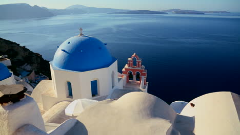 Pan-across-Greek-Orthodox-church-on-the-Greek-island-of-Santorini