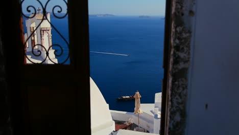 Ver-A-Través-De-Puertas-En-La-Isla-De-Santorini-En-Grecia