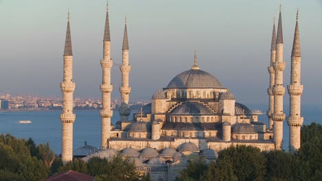 The-Blue-Mosque-in-Istanbul-Turkey-3
