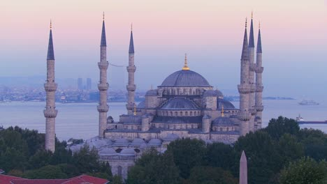 The-Blue-Mosque-in-Istanbul-Turkey-at-dusk-2