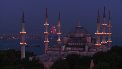 Nighttime-at-the-Blue-Mosque-Istanbul-Turkey-2