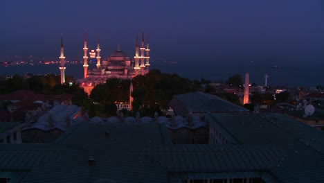 Wide-shot-at-night-of-the-Blue-Mosque-Istanbul-Turkey