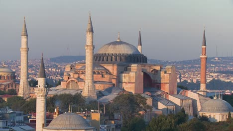 The-Hagia-Sophia-Mosque-in-Istanbul-Turkey-at-dusk