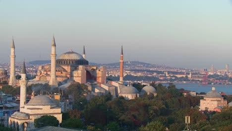The-Hagia-Sophia-Mosque-in-Istanbul-Turkey-at-dusk-1