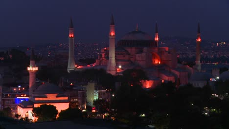 The-Hagia-Sophia-Mosque-in-istanbul-Turkey-at-dusk-or-night-2