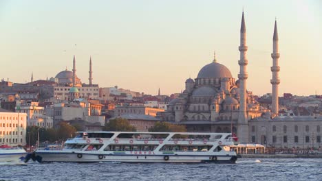 Boats-passing-in-front-of-the-mosques-of-Istanbul-Turkey-at-dusk-1
