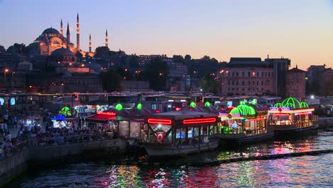 Colorful-boats-at-dusk-in-front-of-a-mosque-in-Istanbul-Turkey