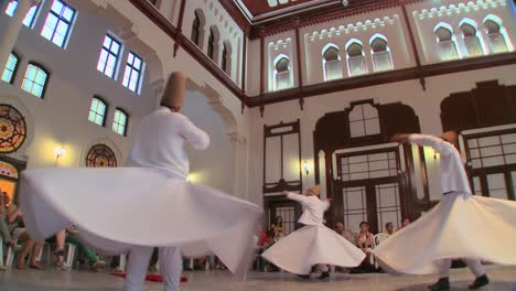 Whirling-dervishes-perform-a-mystical-dance-in-Istanbul-Turkey