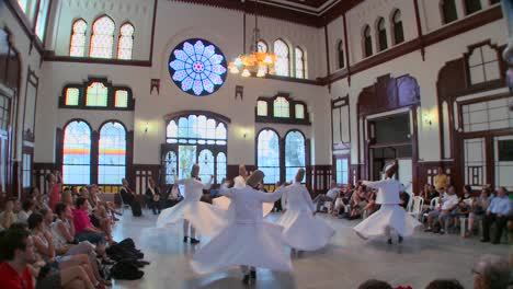 Whirling-dervishes-perform-a-mystical-dance-in-Istanbul-Turkey-3