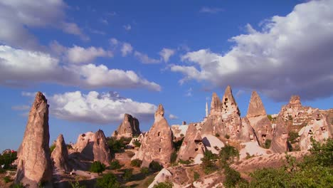 Time-lapse-over-strange-towering-dwellings-and-rock-formations-at-Cappadocia-Turkey