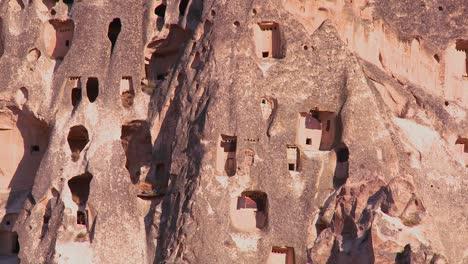 Las-Extrañas-Viviendas-Imponentes-Y-Formaciones-Rocosas-En-Capadocia-Turquía-3