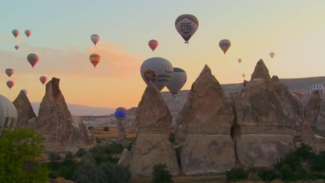 Hundreds-of-hot-air-balloons-rise-in-the-morning-light-over-Cappadocia-Turkey