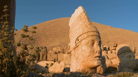 The-great-archeological-heads-on-the-top-of-Mt-Nemrut-Turkey