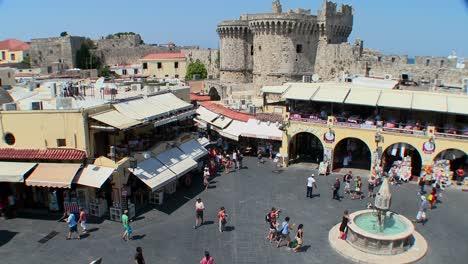 Una-Descripción-General-De-La-Plaza-De-La-Ciudad-Europea-En-Rodas-Grecia
