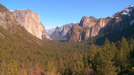 A-dramatic-overview-shot-from-a-viewpoint-of-Yosemite-National-park