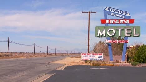 A-budget-motel-along-a-desert-highway-by-day