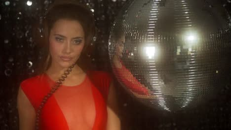 Woman-Discoball-Dancing-118