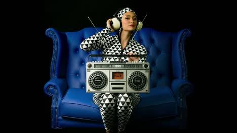 Woman-Boombox-05