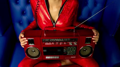 Woman-Red-Stereo-00
