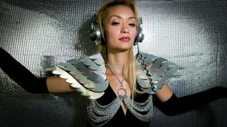 Woman-Silver-00