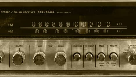 Wallpaper-Radio-01