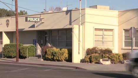 Una-Toma-De-Establecimiento-De-Una-Estación-De-Policía-En-Una-Ciudad-Estadounidense-2