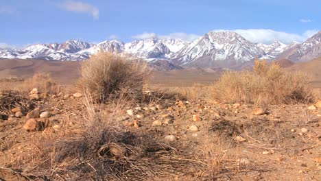 Pan-across-the-snowcapped-Sierra-Nevada-mountains-rise-up-in-the-Eastern-part-of-California
