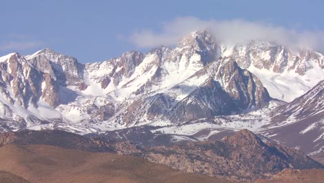 Time-lapse-of-the-snowcapped-Sierra-Nevada-mountains-in-the-Eastern-part-of-California