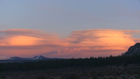 Lenticular-clouds-in-a-sunset-formation