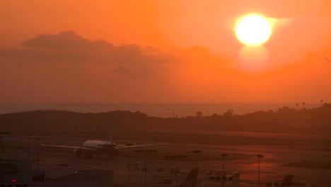 Planes-taxi-at-sunset-or-sunrise-at-a-major-metropolitan-airport-1