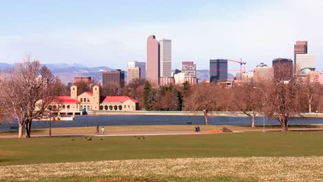The-Denver-Colorado-skyline-in-beautiful-light