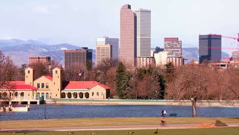 The-Denver-Colorado-skyline-in-beautiful-light-with-bikers-and-joggers-passing-2