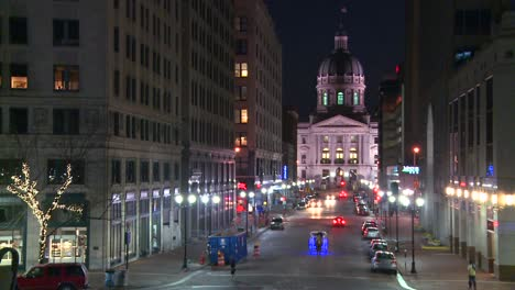 The-Indiana-state-capital-building-in-Indianapolis-at-night-1