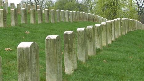 Largas-Filas-De-Tumbas-Marcan-Un-Cementerio-De-La-Primera-Guerra-Mundial