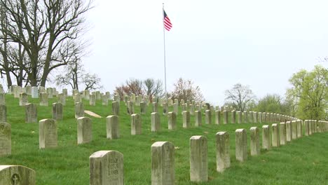 Largas-Filas-De-Tumbas-Marcan-Un-Cementerio-De-La-Primera-Guerra-Mundial-1