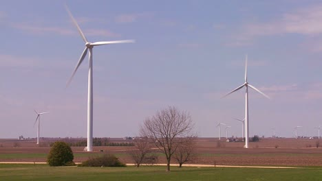 Giant-windmills-in-the-distance-generate-power-behind-farms-in-the-American-midwest-4