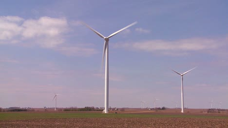 Giant-windmills-in-the-distance-generate-power-behind-farms-in-the-American-midwest-5