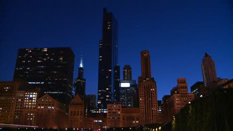 Downtown-Chicago-skyline-at-night