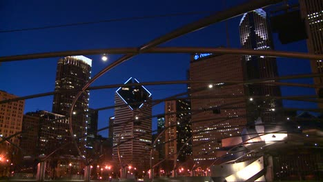 Downtown-Chicago-skyline-at-night-from-Millennium-park