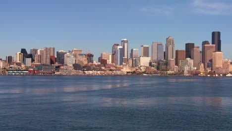 The-city-of-Seattle-as-seen-from-the-ferry-approaching
