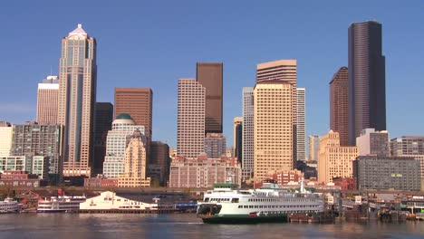 The-city-of-Seattle-as-seen-from-the-ferry-approaching-2