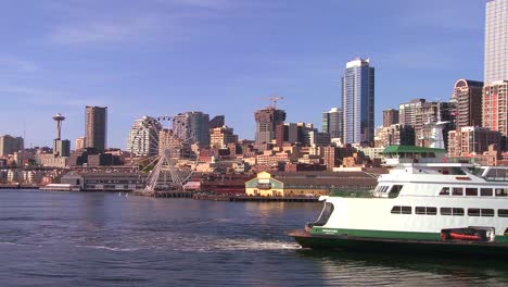 The-city-of-Seattle-as-seen-from-the-ferry-approaching-3
