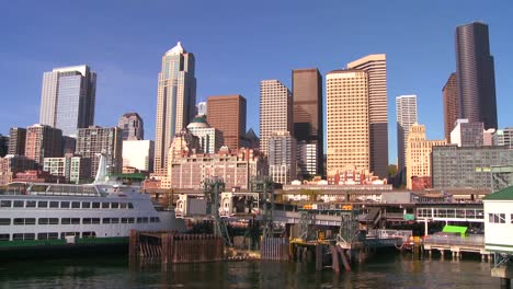 The-city-of-Seattle-as-seen-from-the-ferry-approaching-4