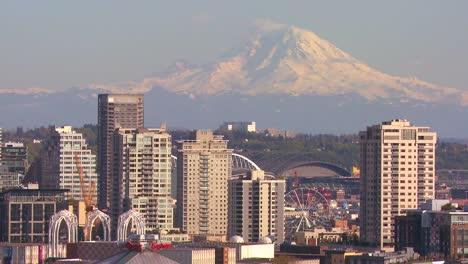Telephoto-shot-of-Mt-Rainier-looming-over-the-skyline-of-Seattle-Washington