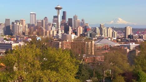 Beautiful-establishing-shot-of-Seattle-Washington-on-a-sunny-day